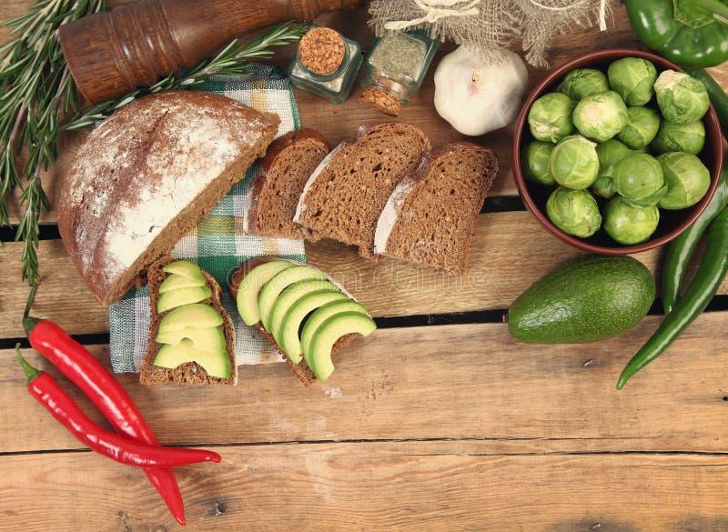 Warzywa na drewnianym stole fotografia royalty free
