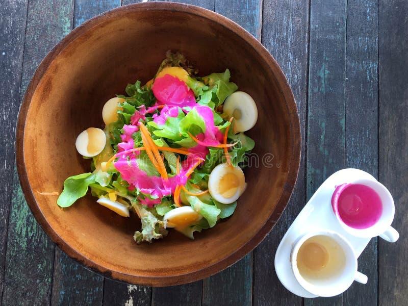 Warzywa sałatkowi w pucharze fotografia royalty free