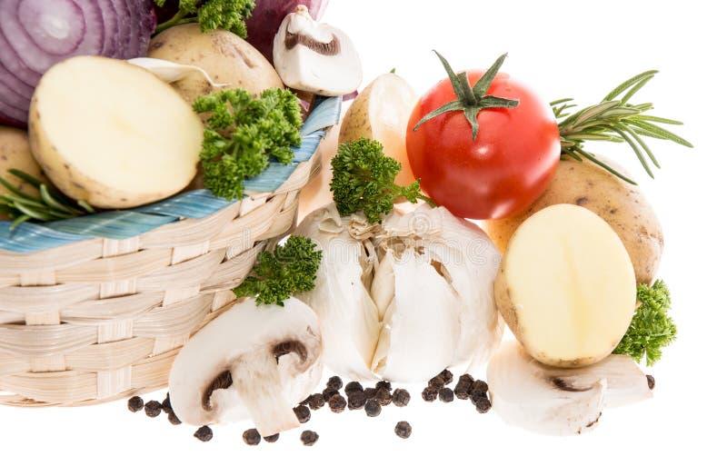 Warzywa w koszu na bielu obrazy stock