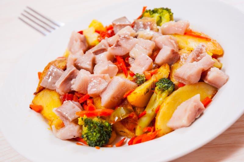 Download Warzywa z ryba zdjęcie stock. Obraz złożonej z mieszany - 57654220