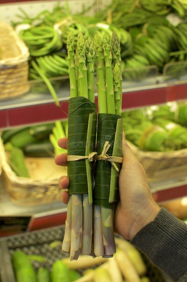 Warzywa zawijający w bananowych liściach obraz stock
