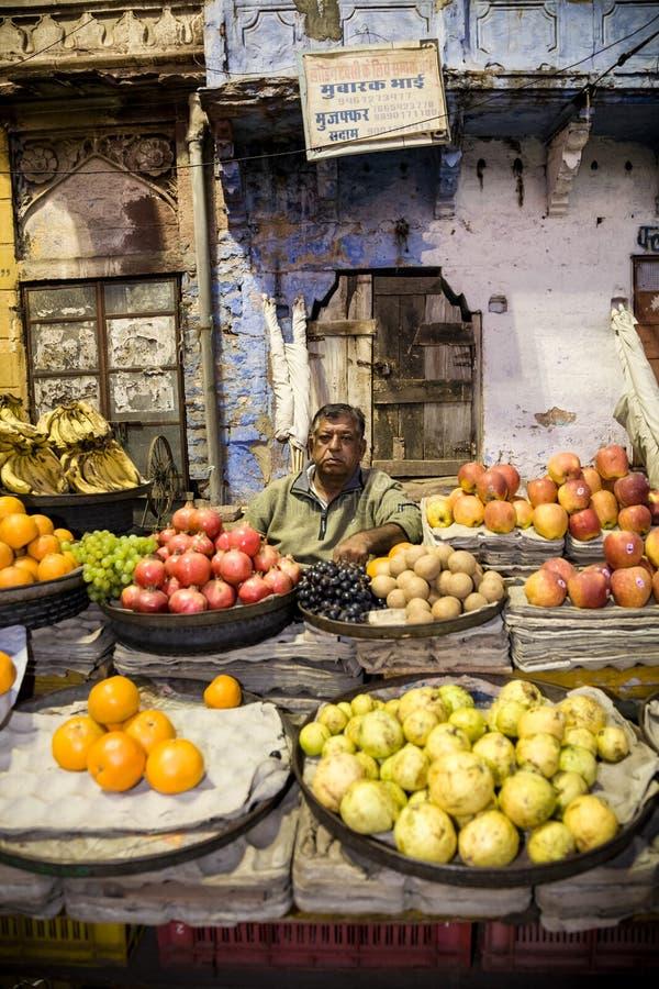 Warzywo sklep i sprzedawca, India fotografia royalty free