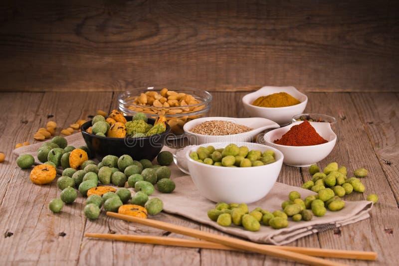 Wasabi beschichtete Erdnüsse lizenzfreie stockfotos
