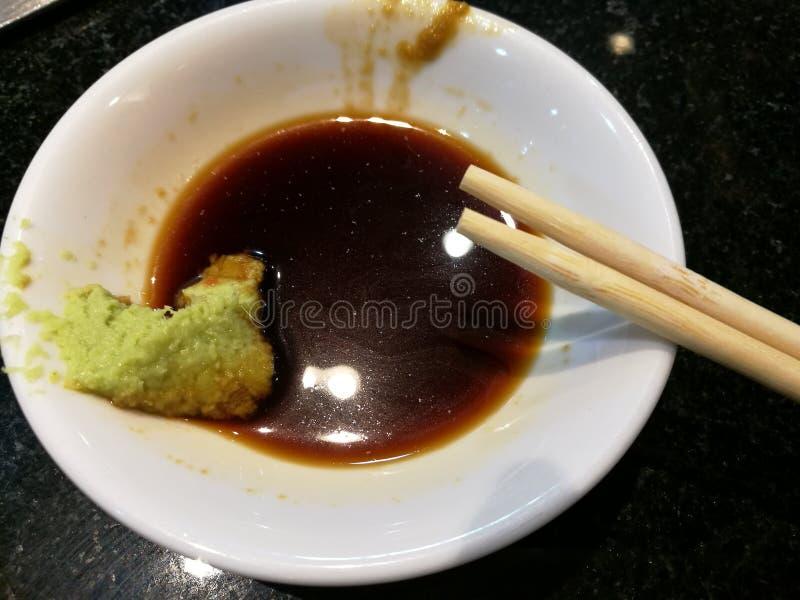 Wasabi e molho do shoyu, alimento tradicional de Japans foto de stock