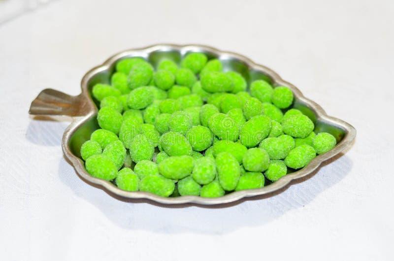 Wasabi Erdnüsse lizenzfreies stockbild