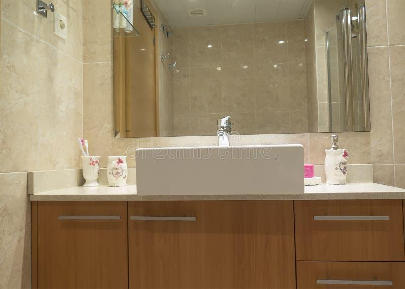 Waschbecken und Mobiliar stockbilder
