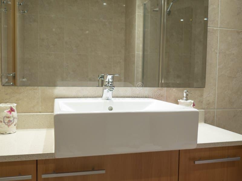Waschbecken und Mobiliar lizenzfreies stockbild