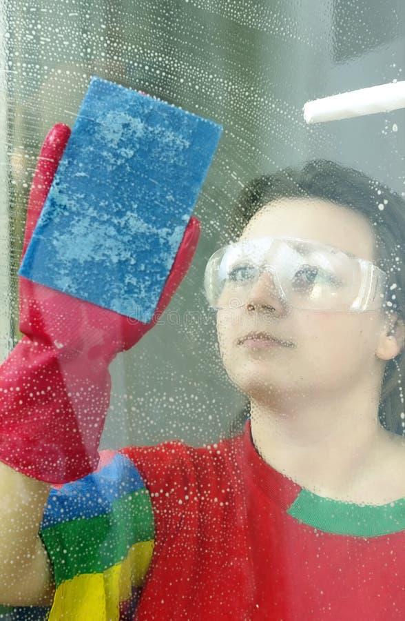 Waschen des Fensters lizenzfreie stockbilder