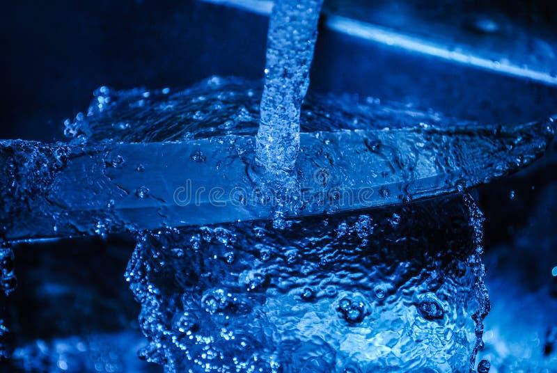 Waschen des Messers lizenzfreies stockfoto