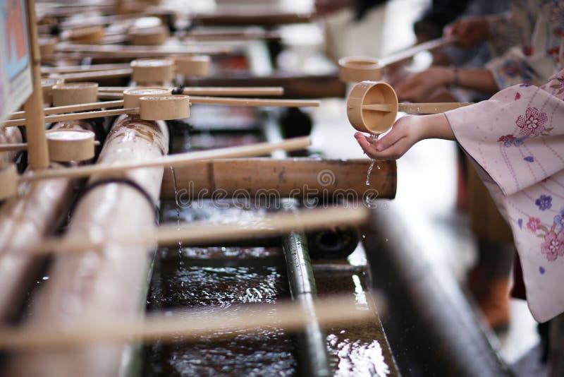 Waschende Hände lizenzfreie stockfotografie
