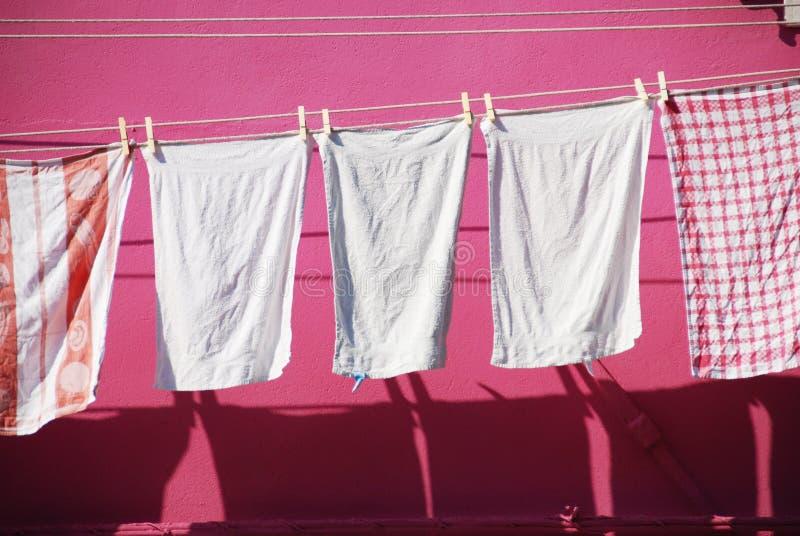 Waschende Zeile in Burano lizenzfreie stockbilder