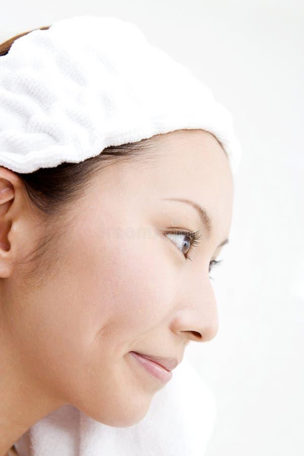 Waschendes Gesicht lizenzfreie stockfotografie