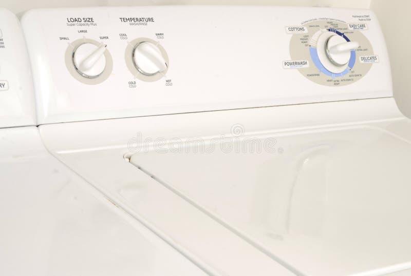 Waschmaschine oder Waschmaschine und Trockner lizenzfreies stockfoto