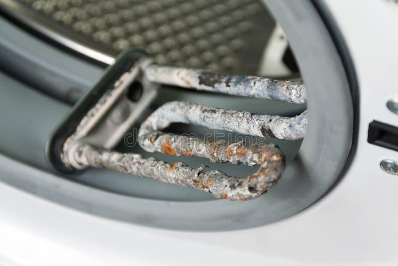 Waschmaschine und schädigende elektrische Heizung stockfoto