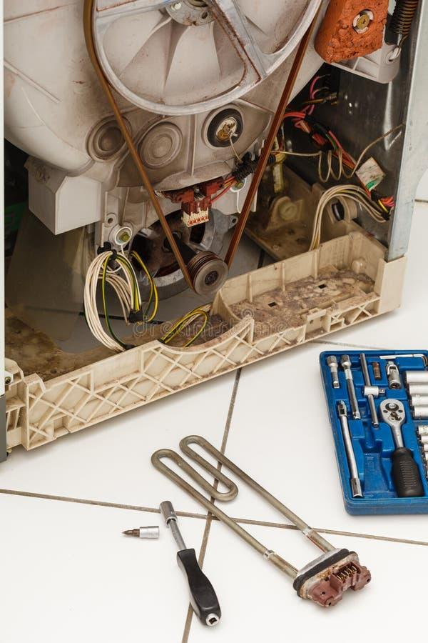 Waschmaschine während der Reparatur stockfoto