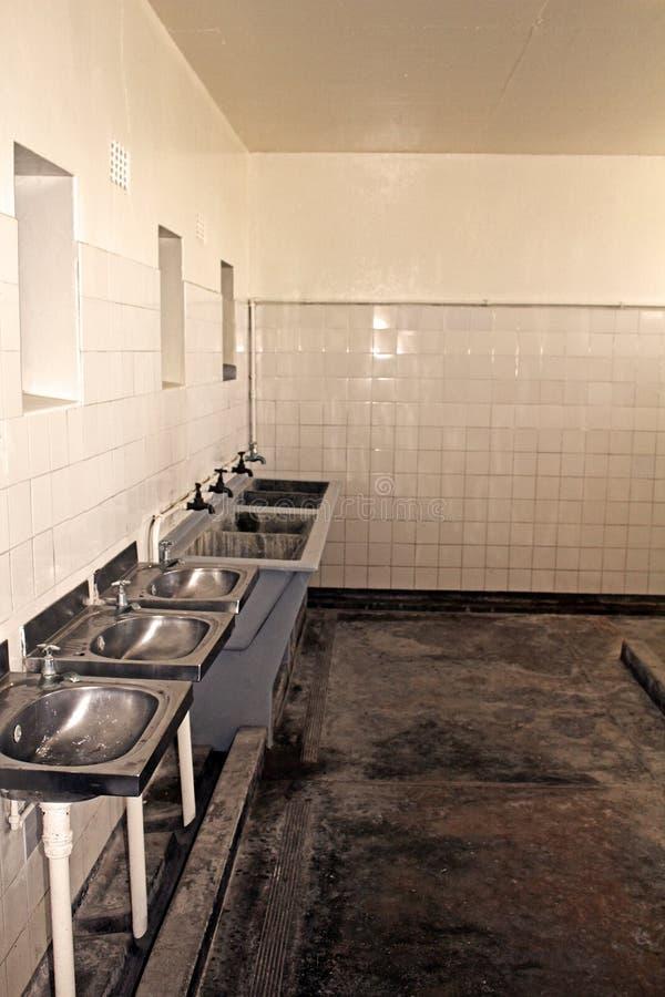 Waschraum Nelson Mandela Prison, Robben Island stockbild