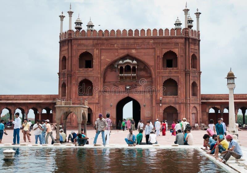 Waschung in Jama Masjid, Indiens größte Moschee lizenzfreie stockbilder
