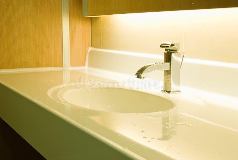 washbasin крана крома стоковое изображение rf