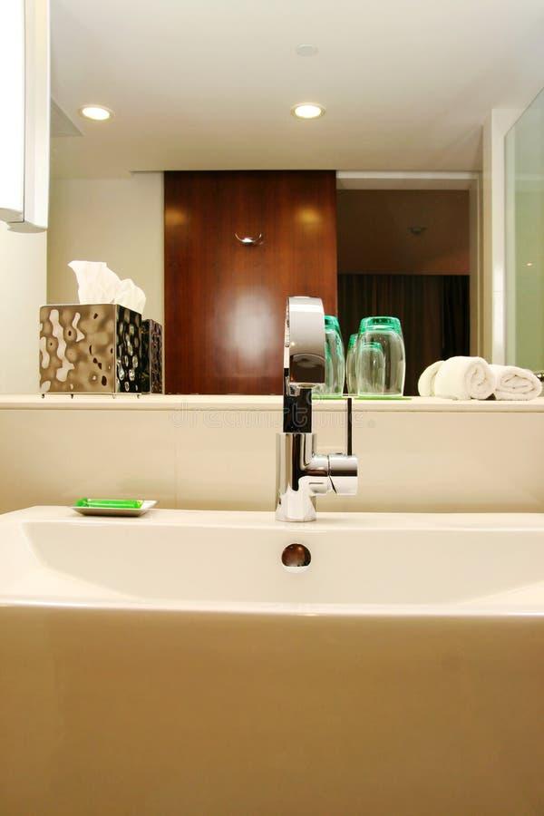 Download Washbasin zdjęcie stock. Obraz złożonej z washroom, srebro - 10552750