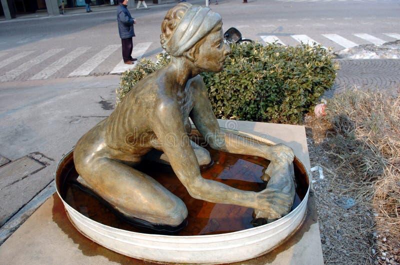Washerwoman - Standbeeld stock afbeeldingen