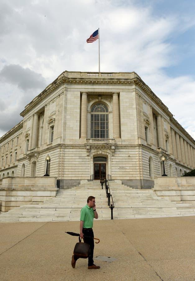 Washington, C.C. - 31 de maio de 2018: O homem vai perto de Russell Senate fotos de stock royalty free