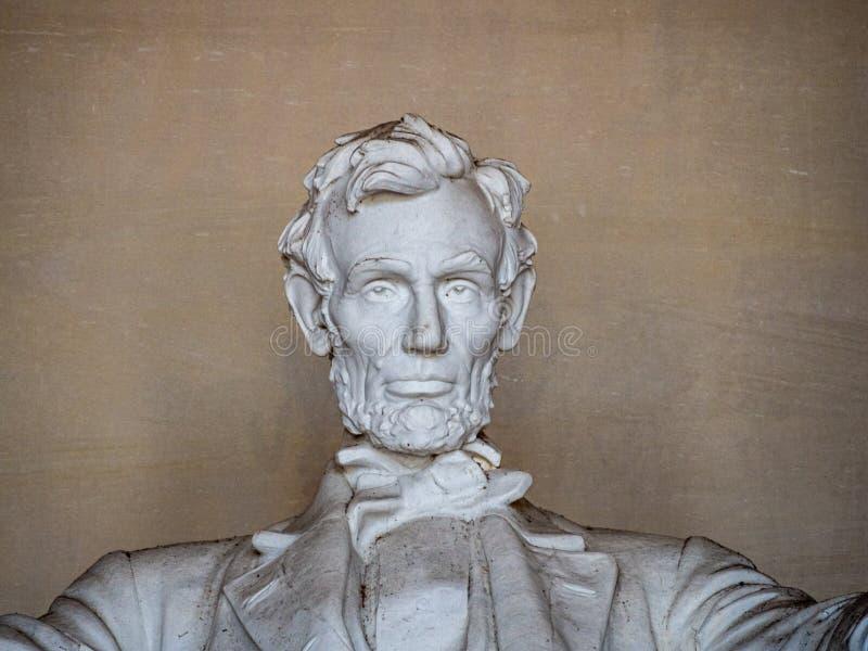 Washington, Columbia, Förenta staterna : [ Abraham Lincoln Memorial och hans staty i det grekiska kolonntemplet arkivbilder