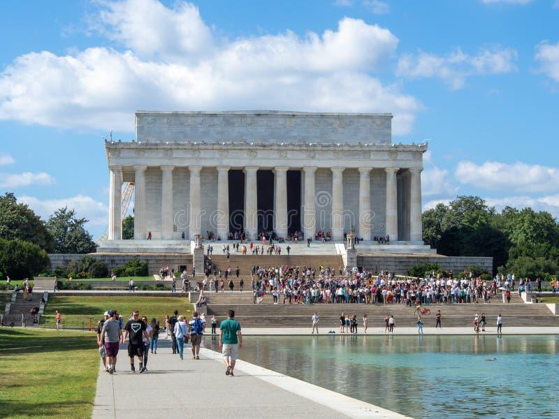 Washington, Columbia, Förenta staterna : [ Abraham Lincoln Memorial och hans staty i det grekiska kolonntemplet royaltyfria foton