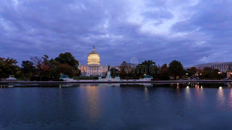 Washington, D C horizon met wegen en monumenten royalty-vrije stock foto's