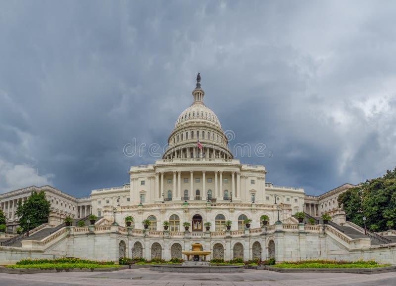 Washington DC, Περιοχή της Κολούμπια [Ηνωμένο ΗΠΑ Capitol κτήριο, σκιερός νεφελώδης καιρός πρίν βρέχει, faling σούρουπο στοκ εικόνα με δικαίωμα ελεύθερης χρήσης