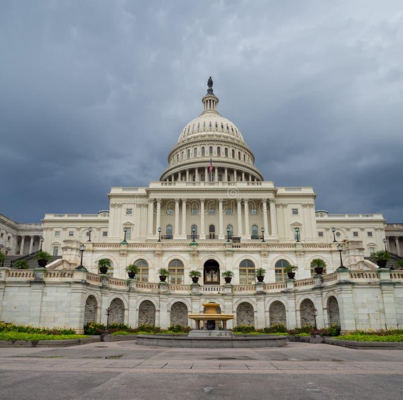 Washington DC, Περιοχή της Κολούμπια [Ηνωμένο ΗΠΑ Capitol κτήριο, σκιερός νεφελώδης καιρός πρίν βρέχει, faling σούρουπο στοκ εικόνα