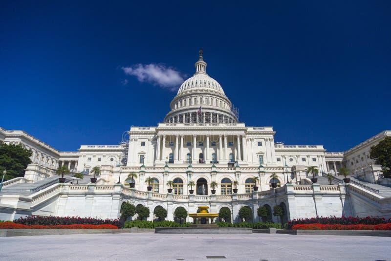 Washington DC, αμερικανική Capitol οικοδόμηση τον Αύγουστο κατά τη διάρκεια της σαφούς ημέρας στοκ εικόνα με δικαίωμα ελεύθερης χρήσης