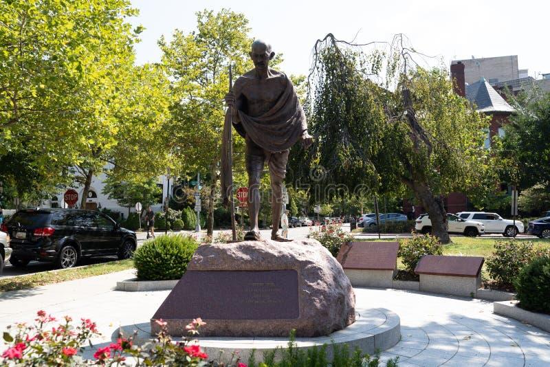 Washington, DC - 8 août 2019 : Grande statue du Mahatma Mohandas Gandhi située à l'extérieur de l'ambassade de l'Inde dans le  image stock