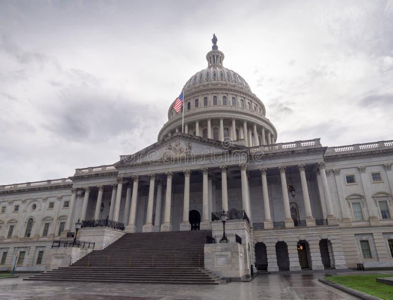 Washington DC, Bezirk Columbia [Kapitol-Gebäude Vereinigter Staaten US, schattiges wolkiges Wetter bevor dem Regnen, faling Dämme lizenzfreies stockbild
