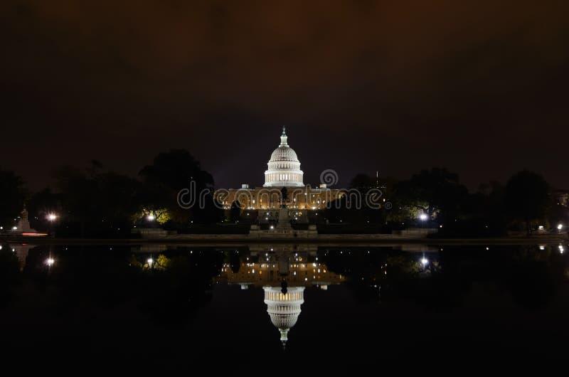 Washington DC - de bouw en de bezinning van het Capitool stock fotografie