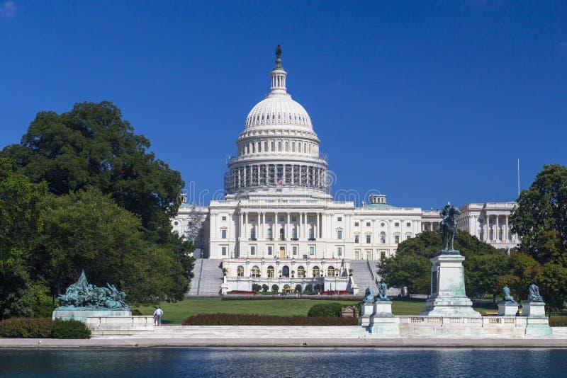 Washington DC, de het Capitoolbouw van de V.S. in Augustus tijdens duidelijke dag royalty-vrije stock afbeelding