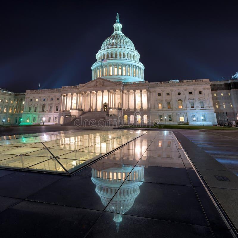 Washington DC, de het Capitoolbouw van de V.S. bij nacht stock afbeeldingen