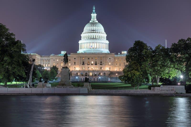 Washington DC, de het Capitoolbouw van de V.S. bij nacht stock afbeelding