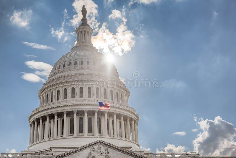 Washington DC, de het Capitoolbouw van de V.S. bij zonsondergang royalty-vrije stock fotografie