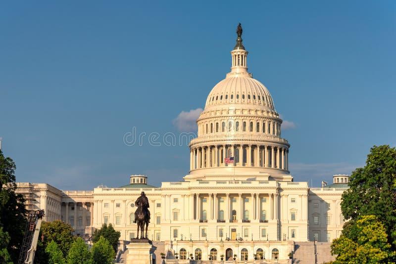 Washington DC, de het Capitoolbouw van de V.S. bij zonsondergang royalty-vrije stock afbeeldingen