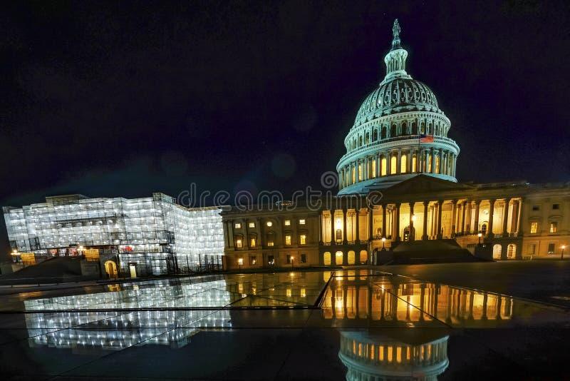 Washington DC de las estrellas de la noche de la reflexión de los representantes de la casa de los E.E.U.U. del capitolio de los  fotos de archivo