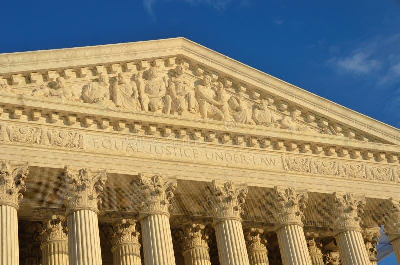 Washington DC, detalhes do telhado da corte suprema fotografia de stock