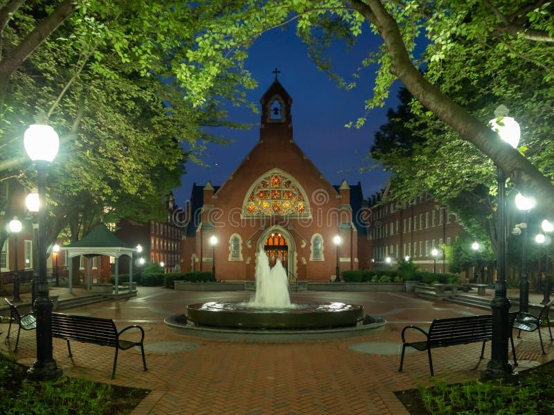 Washington DC District of Columbia [Förenta staterna USA, det Georgetown universitetet på natten, kapell och Healy Hall husklassr royaltyfria foton