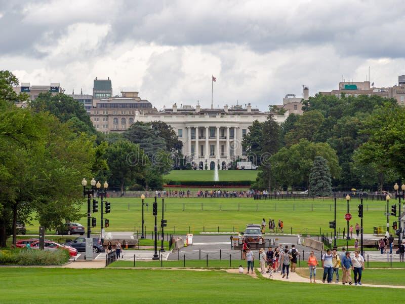 Washington DC, distrito de Columbia [Casa Blanca de Estados Unidos los E.E.U.U., césped y jardín detrás de la cerca, visitantes t fotografía de archivo