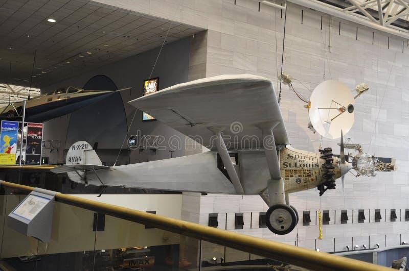 Washington DC, el 5 de agosto: St Louis Spirit Airplane en el aire y el museo espacial nacionales de Smithonian del Washington DC fotografía de archivo