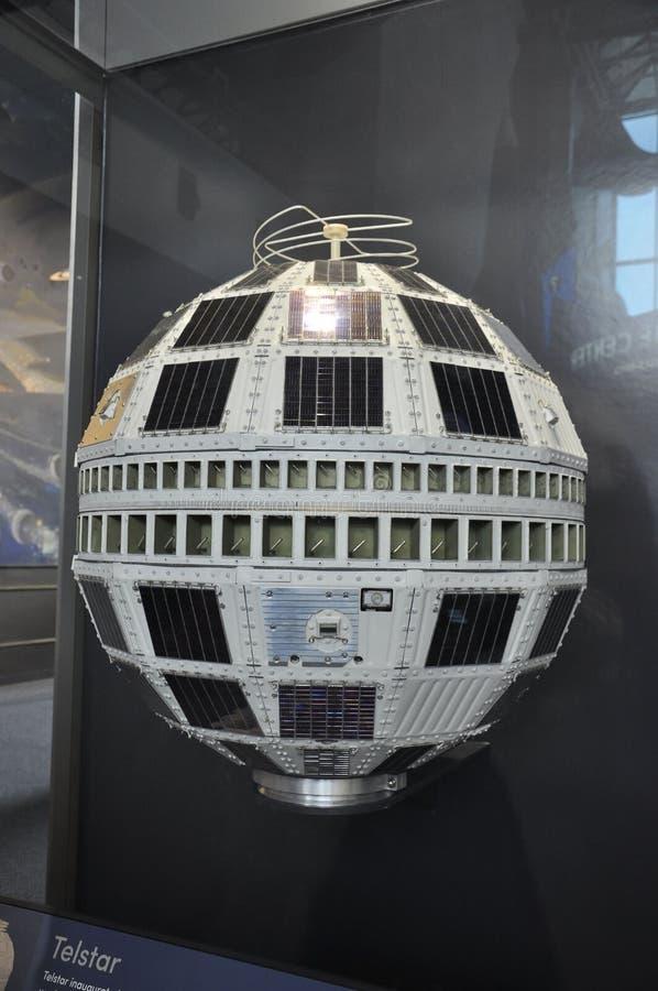 Washington DC, el 5 de agosto: Telstar por satélite en el aire y el museo espacial nacionales de Smithonian del Washington DC en  fotos de archivo
