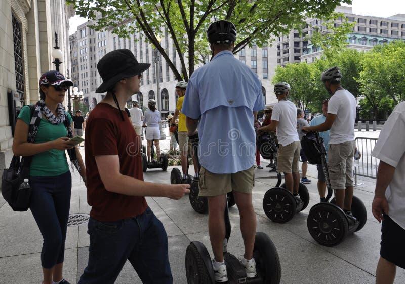 Washington DC, el 4 de julio de 2017: Visita turística que monta Segway de Washington District de Columbia los E.E.U.U. imagenes de archivo