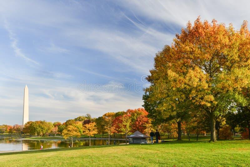 Washington DC, giardini di costituzione in autunno fotografie stock libere da diritti