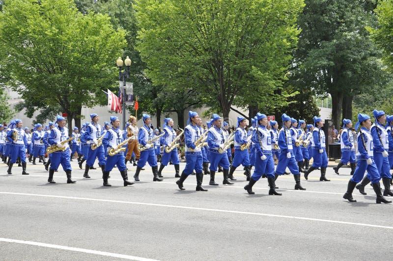 Washington DC, 4 Juli 2017: Schoolteam bij de Parade voor 4 Juli van Washington District van Colombia de V.S. royalty-vrije stock afbeeldingen