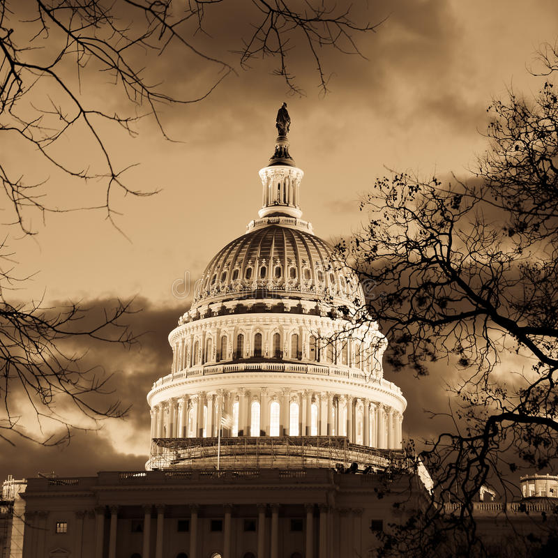 Washington DC - Kapitolgebäudehaube im Sepia stockbild