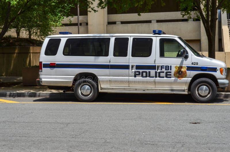Washington DC: La furgoneta de policía de la Oficina Federal de Investigación del F.B.I. parqueó el exterior del J Edgar Hoover q imagen de archivo libre de regalías